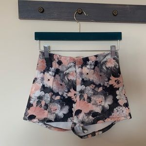 🌎Zara/Bershka🌸pink high waisted shorts.🌸size s